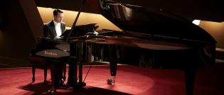 blackmail_grand_piano_2013_blu-ray_pic01.jpg