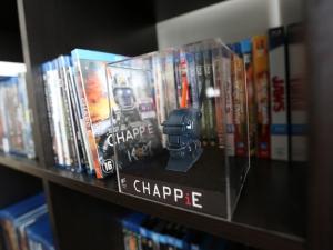 chappie_robot_rebel_2015_statue.jpg