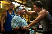 mark wahlberg, dwayne johnson en tony shalhoub in pain & gain