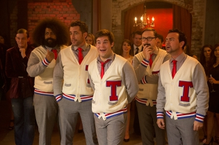 pitch_perfect_2_adam_devine_joe_lo_truglio_jason_jones_john_hodgman_2015_pic02.jpg